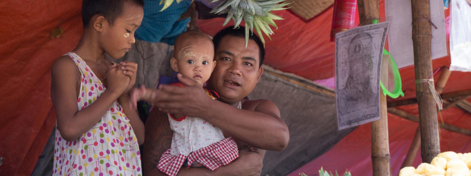 To Dala & Twante - Man and family at market stall - Dala - Sampan Travel
