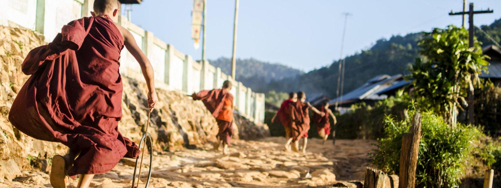 Hsipaw - novice monks - Shan State - Sampan Travel