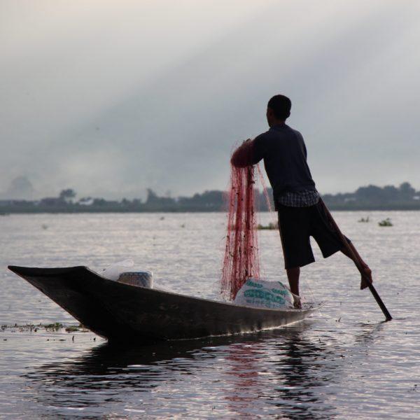 Inle Lake - Inthar fisherman - Myanmar - Sampan Travel