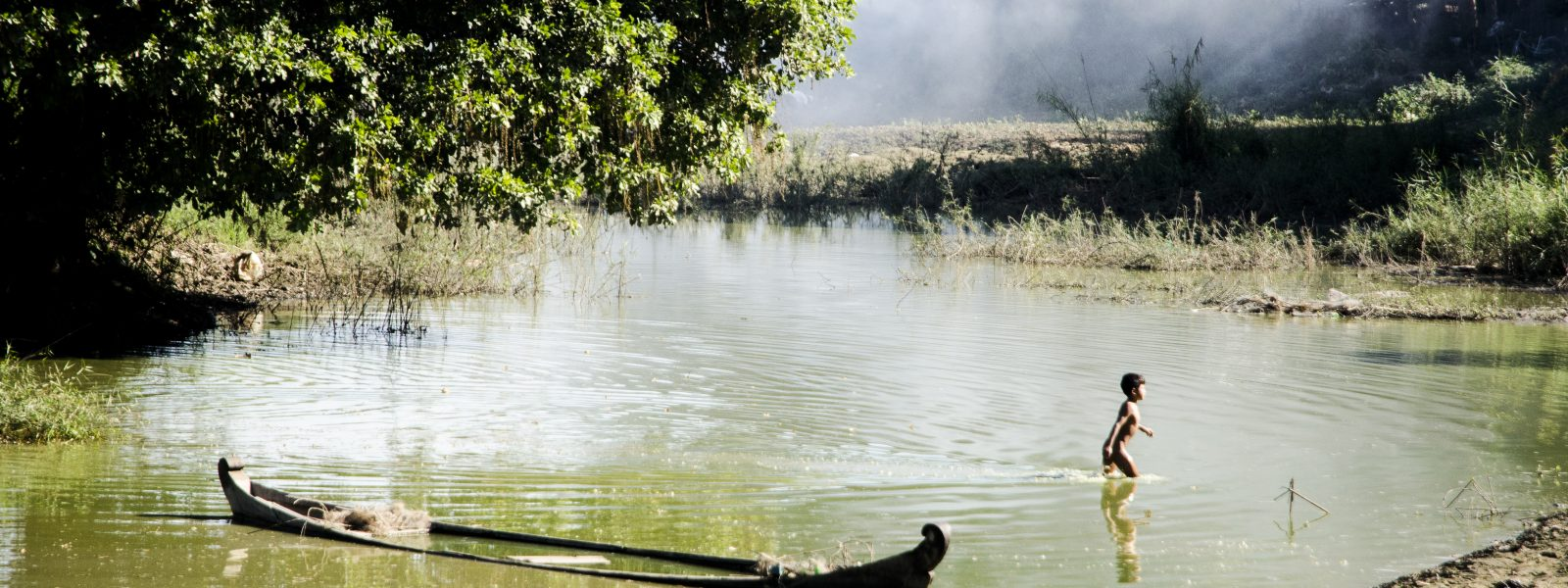 Responsible Travel - child and boat in Bagan - Myanmar - Sampan Travel